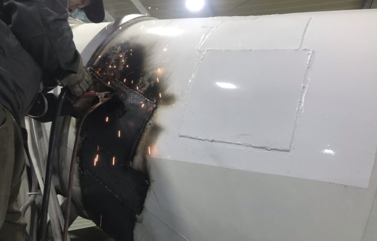 ミキサー車 穴埋め修理